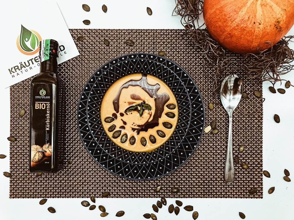 Kürbissuppe mit dem Kräuterland Kürbiskernöl
